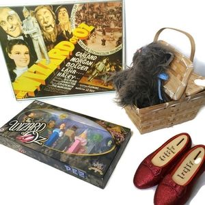 Wizard of Oz Collectibles Pez Set, Sign,Toto, Bank